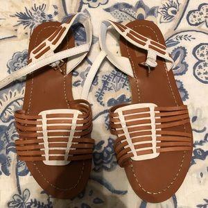 Dolce Vita sandals 🌿